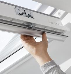 Manuelle Bedienung dachfenster schwingfenster kunststoff velux ggu glu